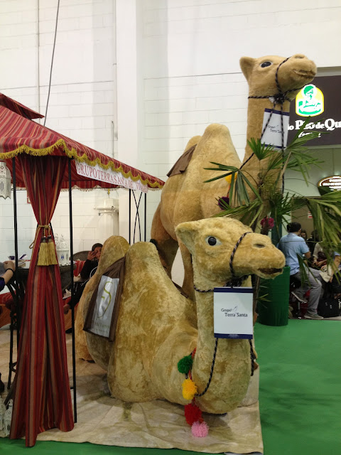 Camelos no estande da Terra Santa