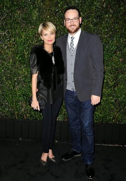 E.L. James & Dana Brunetti en Chanel And Charles Finch Pre-Oscar Dinner- 3 Marzo