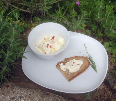 Lavendelpaste mit Zitronen nach Eva Maria Lipp, Richtig gute Aufstriche