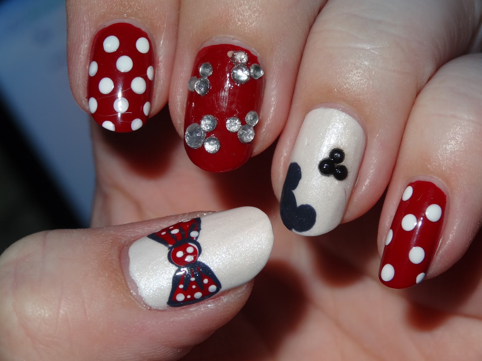 polishlover: kiko 240 - Apple Red & Mickey Mouse Manicure