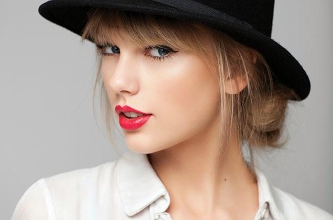 Video Taylor Swift Cakap BM Hadiahkan Topi Buat Peminat