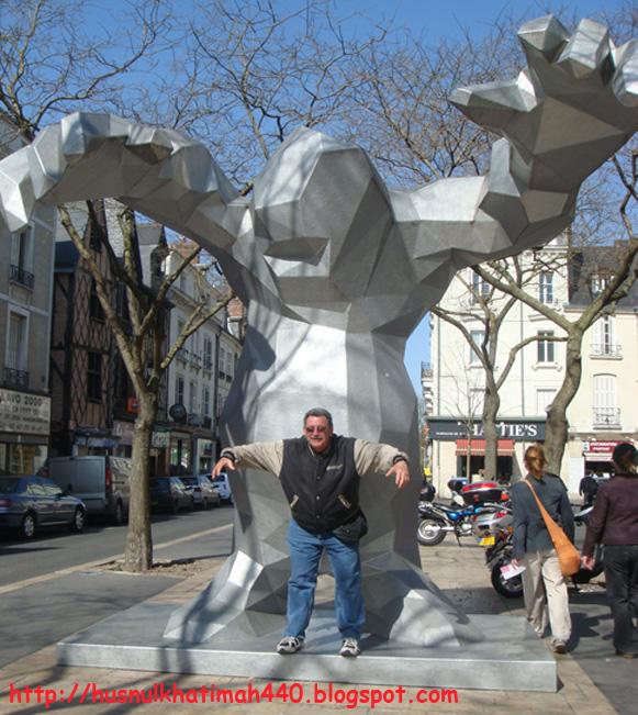 10 photos funny statue