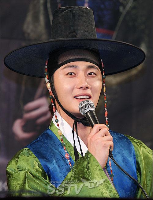 """Jung Il Woo ditanya tentang gaya kencan, lalu ia menjawab, """"Aku"""