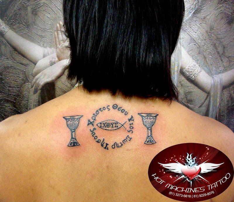 Tattoo escrita, homenagem. Tattoo Religiosa title=