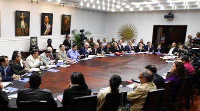 Maduro_pidio_sus_ministros_poner_cargos_a_la_orden