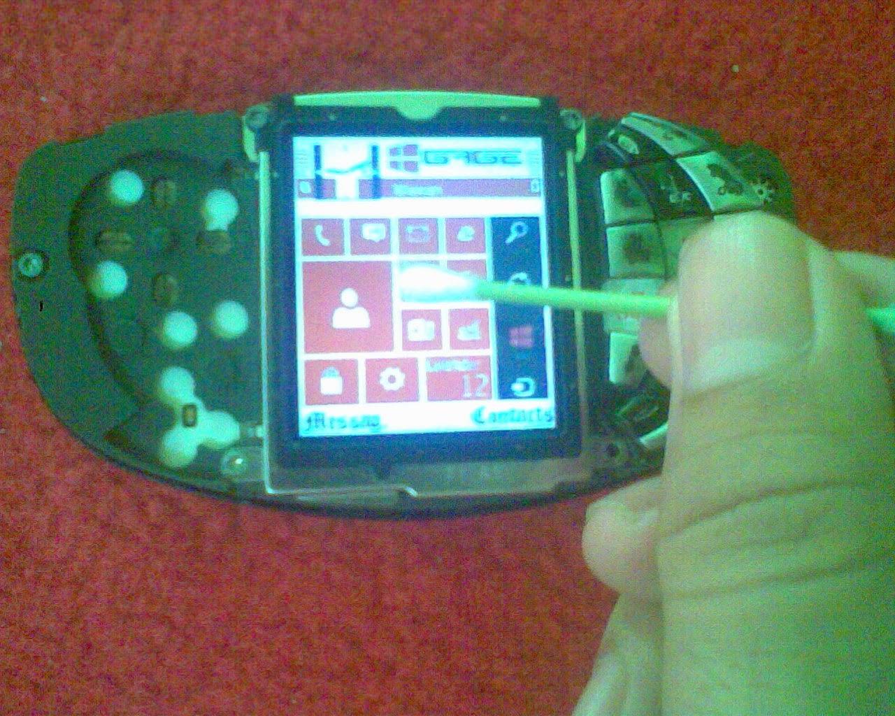 CaraHilangkan Garis Pada LCD Ponsel