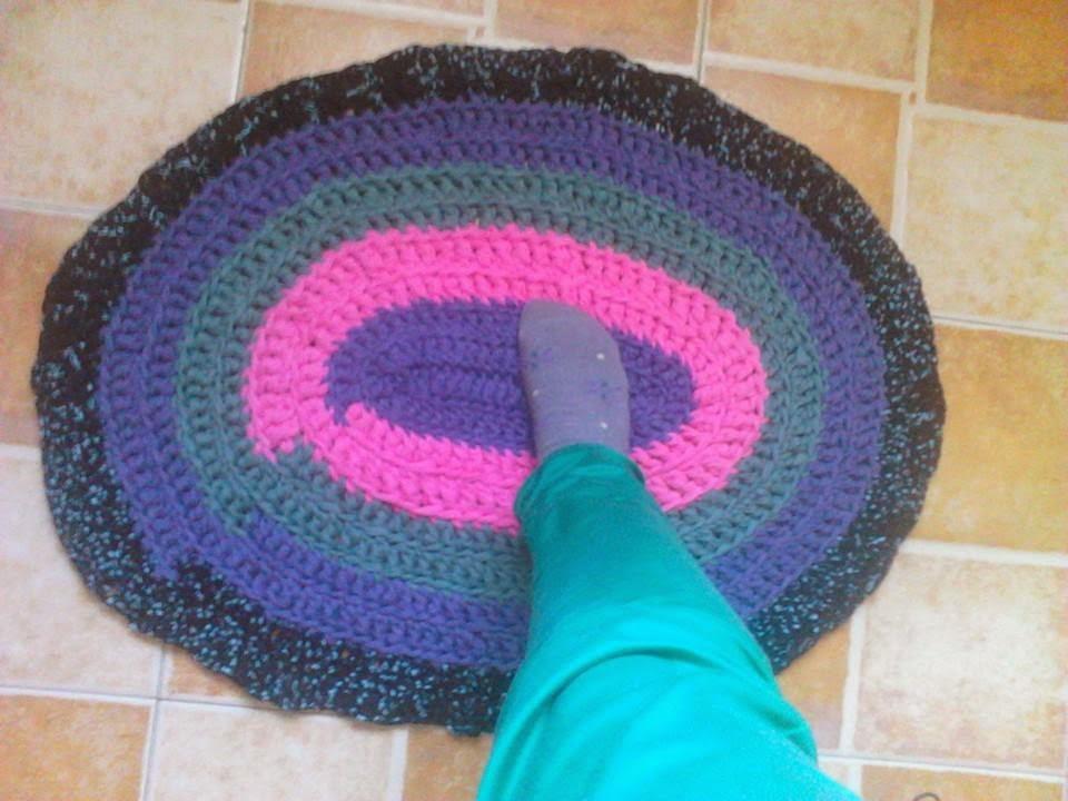 Preciosas manualidades alfombra de trapillo for Alfombra costo