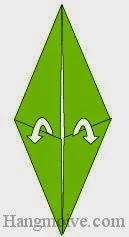 Bước 4: Mở hai lớp giấy, kéo và gấp lên trên.