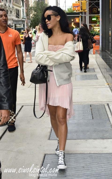 Rihanna%2BBraless%2B2.jpg