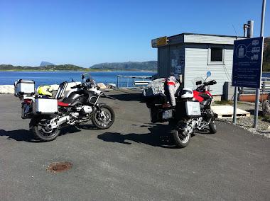 Esperando al ferry que nos llevará desde Senja a Botnhamn.