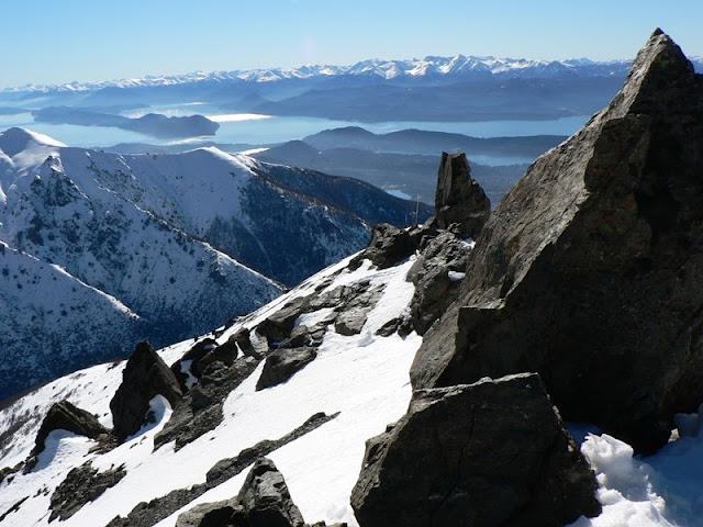 Lago Nahual Huapi visto da montanha da catedral