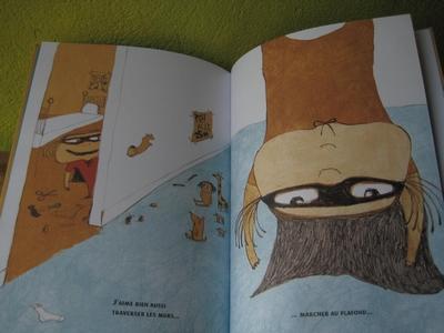 l 39 album est parsem de b tises enfantines et l les illustrations rajoutent au c t amusant de l. Black Bedroom Furniture Sets. Home Design Ideas
