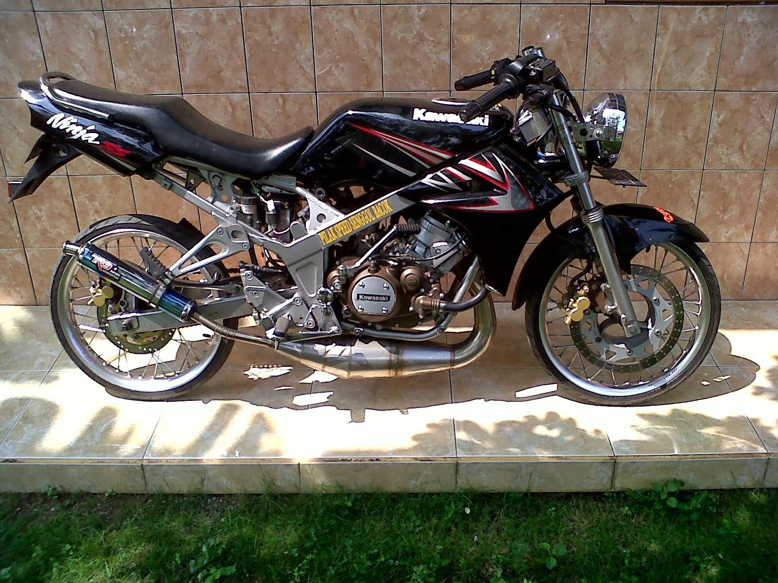 Blognya Si Freeman Persamaan Dan Perbedaan Kawasaki Ninja R 150 Komstir 250r Rr