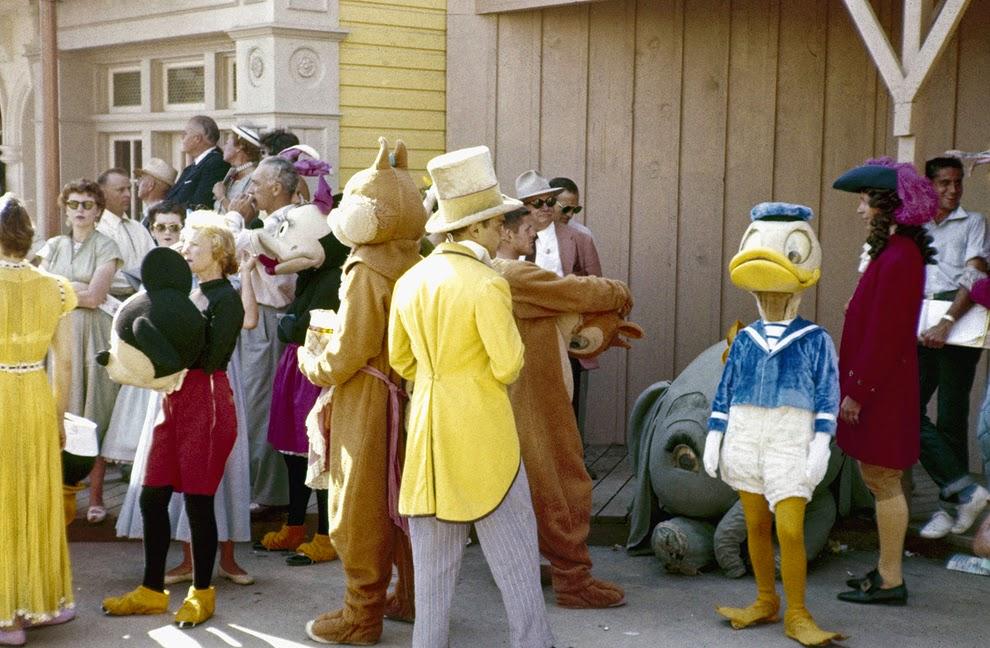 Disney Avenue Rare Color Photos Of Disneyland In - 18 amazing rare colour photos disneyland 1955