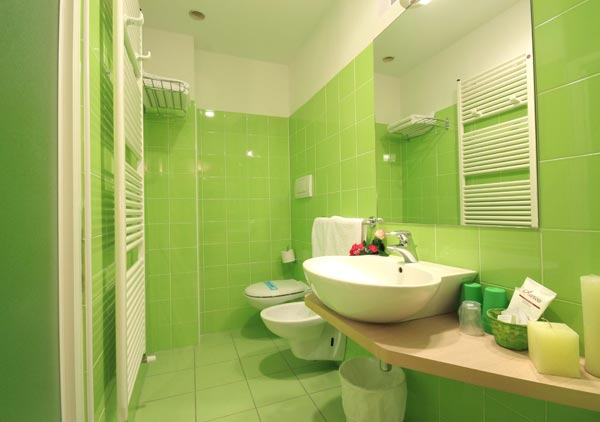 Ba os color verde colores en casa for Cuartos de bano verdes