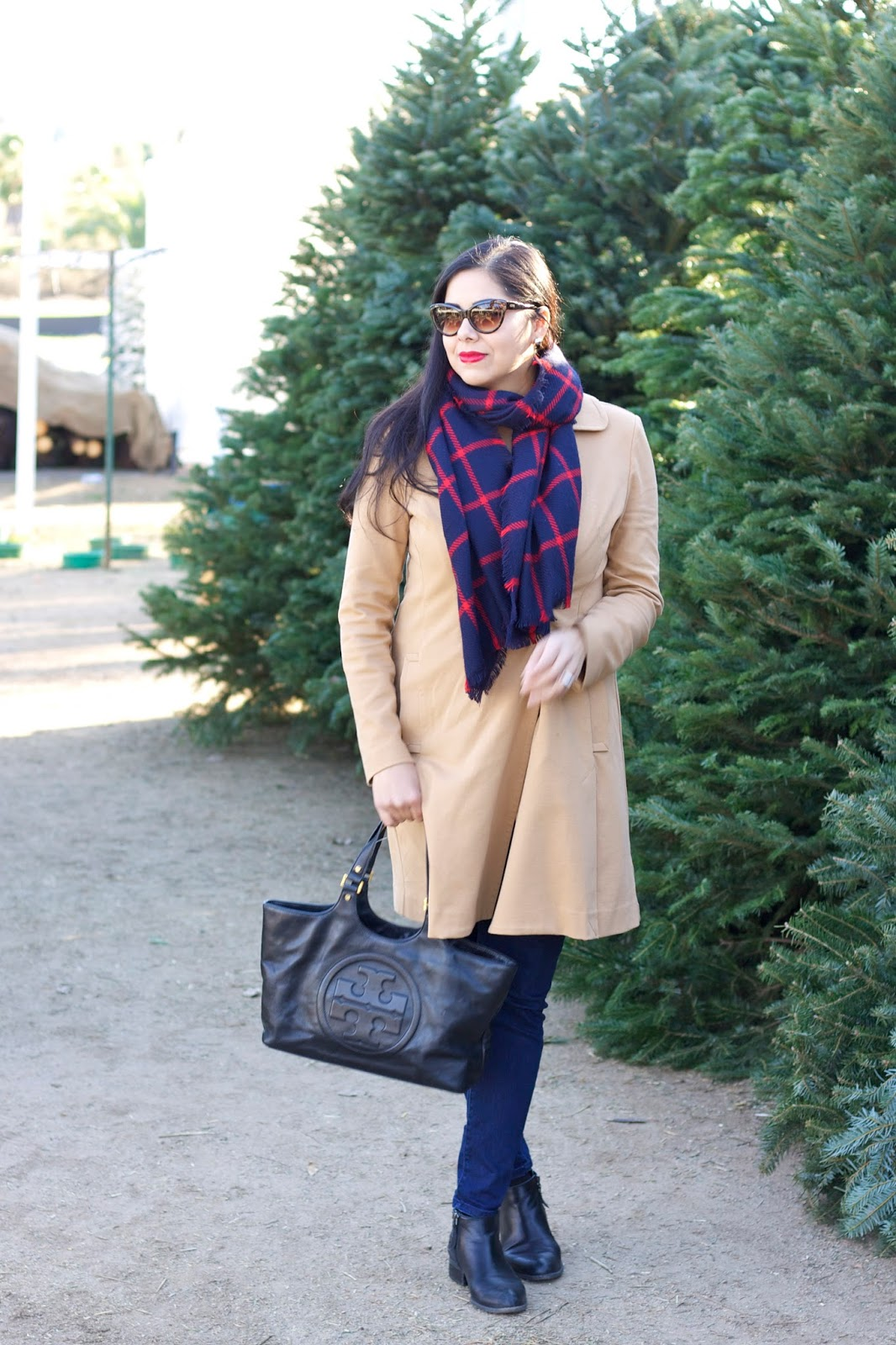 socal fashion blogger, cabi knight jeans, tory burch satchel, cute casual holiday look, casual winter look