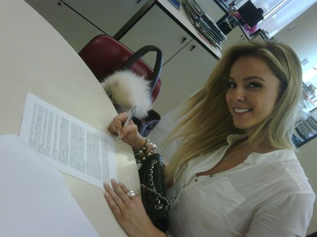Karen Kounrouzan assina com a Playboy