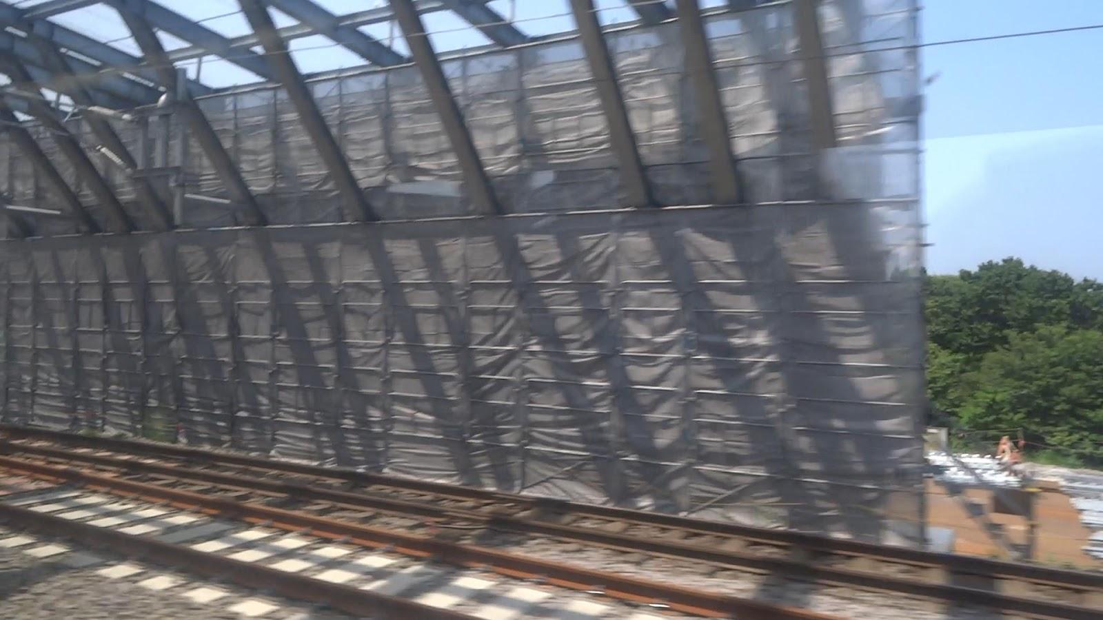 建設途中の北海道新幹線用スノーシェルター