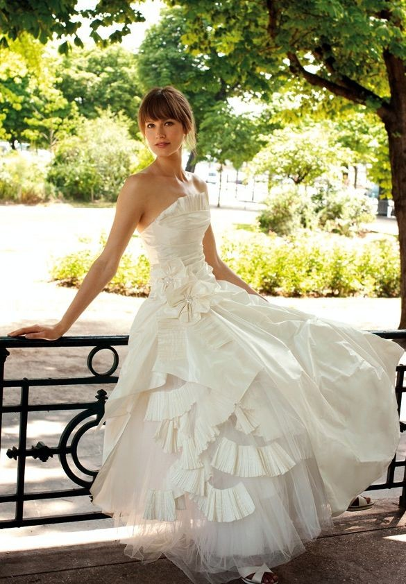 Simple Wedding Dresses for Spring Wedding