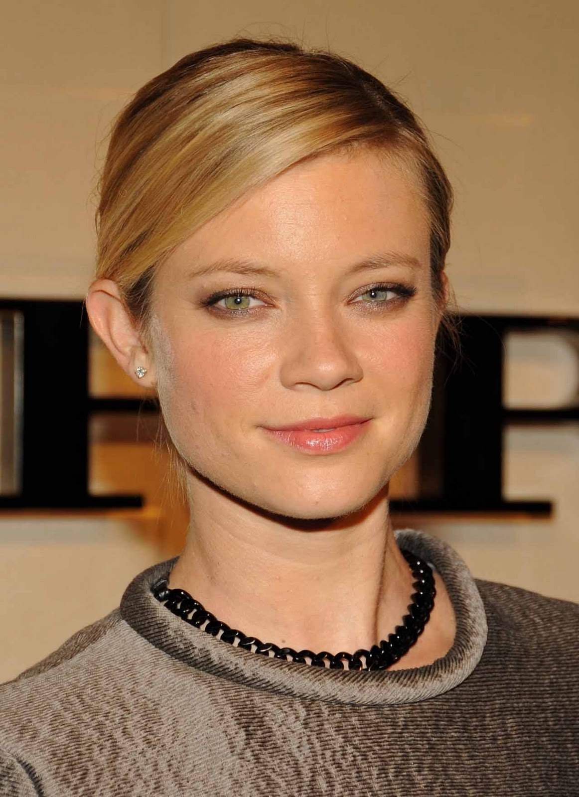 http://4.bp.blogspot.com/-npuEJ8_eUuI/Tv6xcRnGhvI/AAAAAAAAF-s/xMywH7DEcDc/s1600/amy-smart-new-2012-hd.jpg