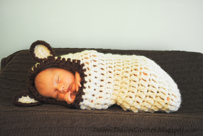 Free Crochet Pattern Hooded Baby Cocoon Manet For