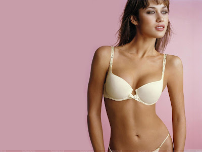 olga_kurylenko_hot_wallpaper_in_beautiful_bra_sweetangelonly.com