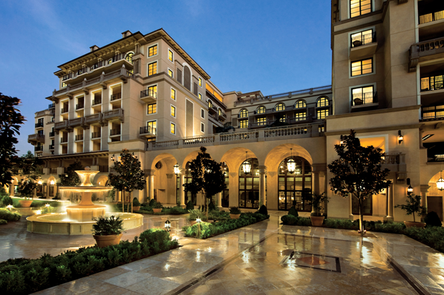 Luxury hotels three peninsula hotels find fame in the u s for Hotel luxury world