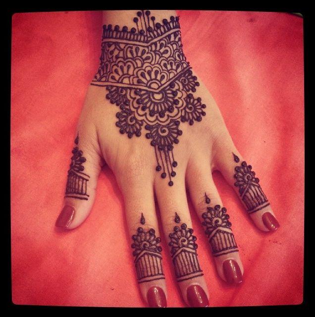 Thickened henna design