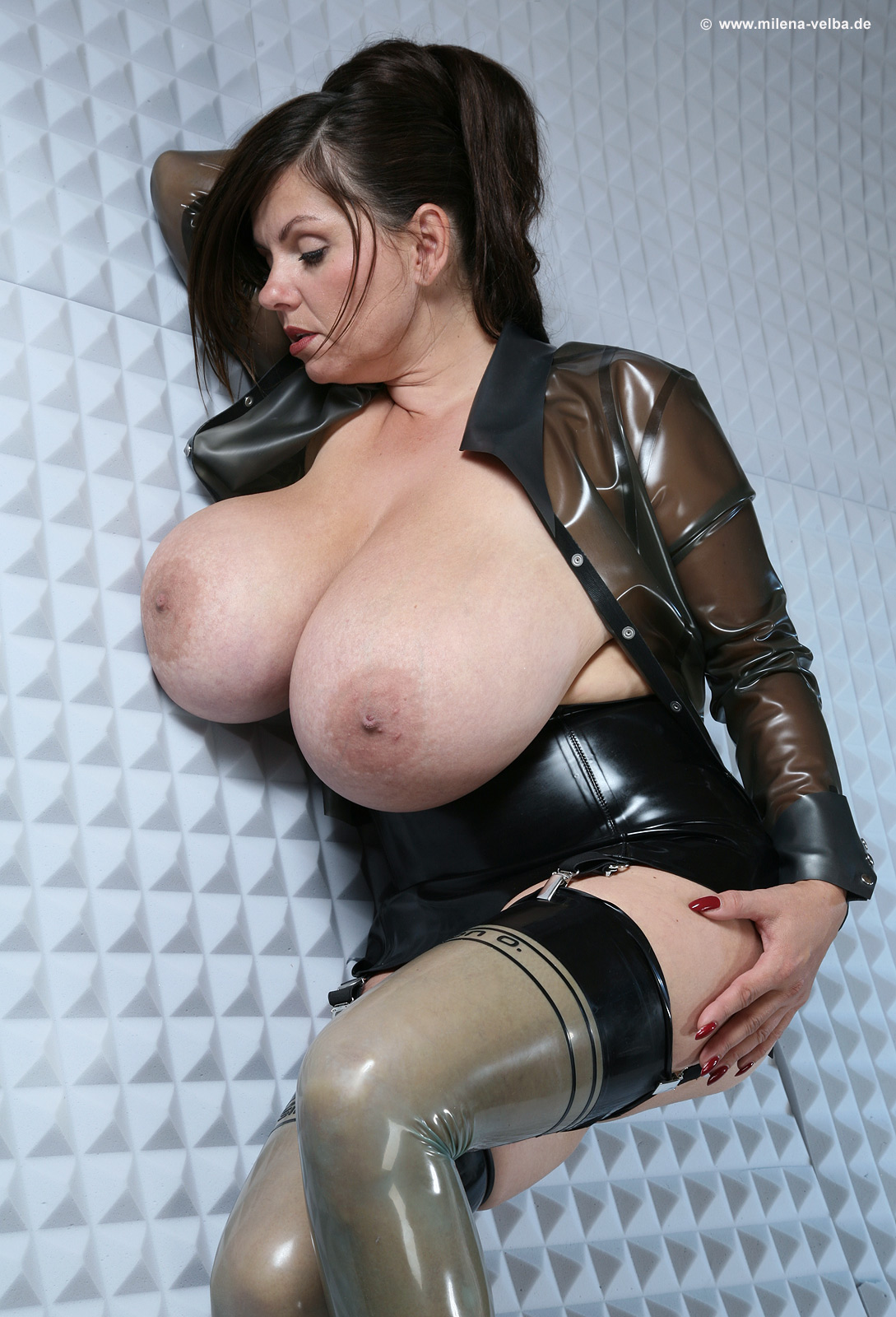 Tits latex Big