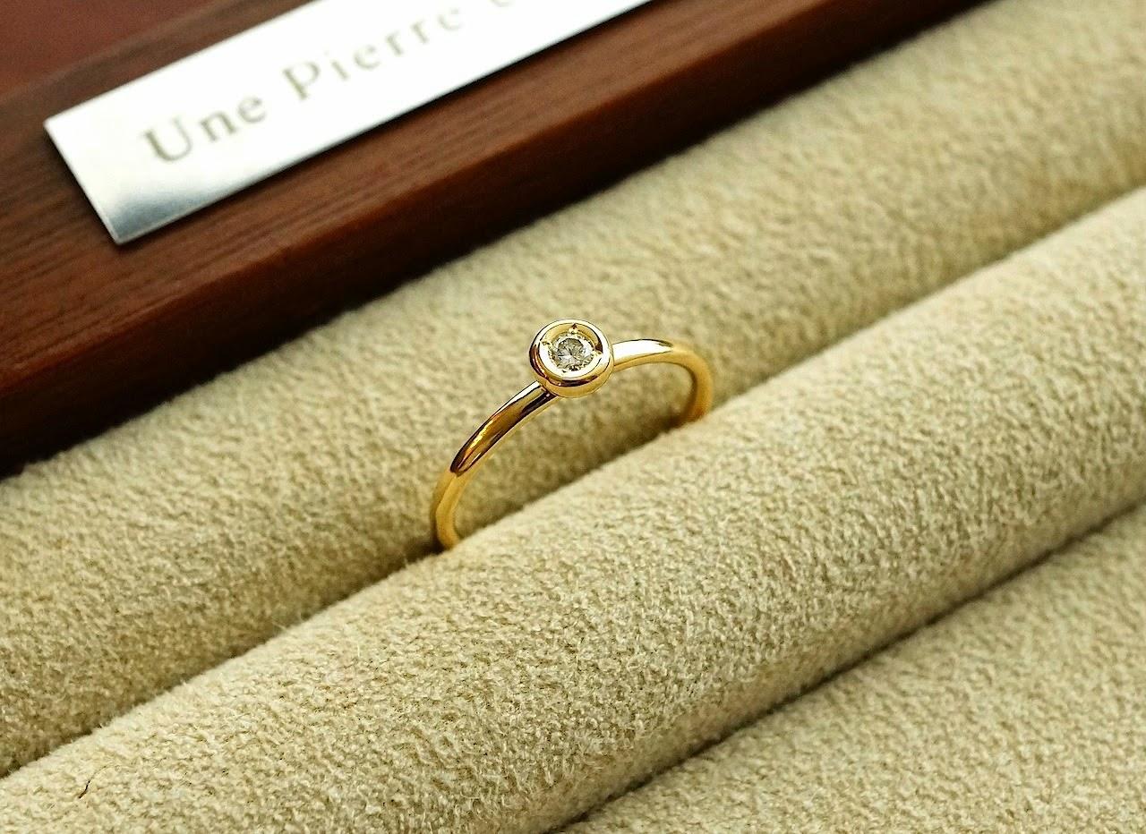 お手持ちのメレダイヤモンドをジュエリーサロンのオリジナルリングへリメイクした。