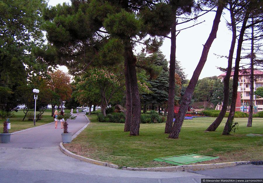Пешеходные дорожки в парке Святого Константина, Болгария