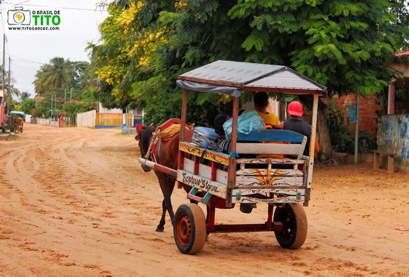 Carroça Expresso Stonne, na vila do Algodoal, na ilha de Maiandeua, no Pará