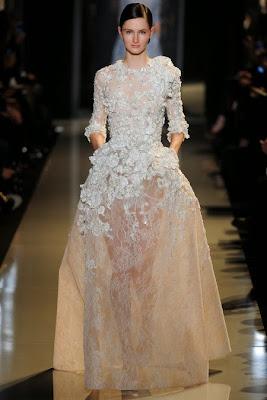 robe haute couture blanche brodée fleurs soie organza