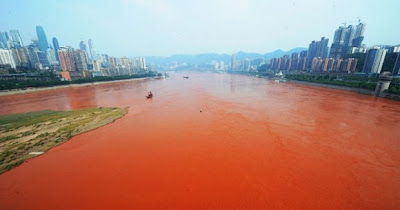 sungai yangtze bertukar merah1