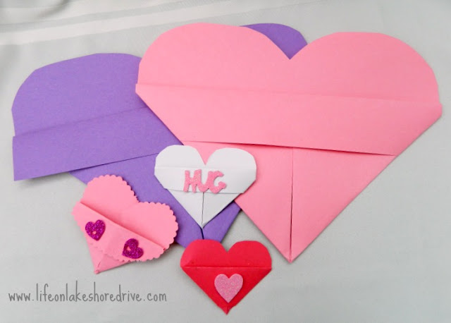 Paper heart valentine's day card holder