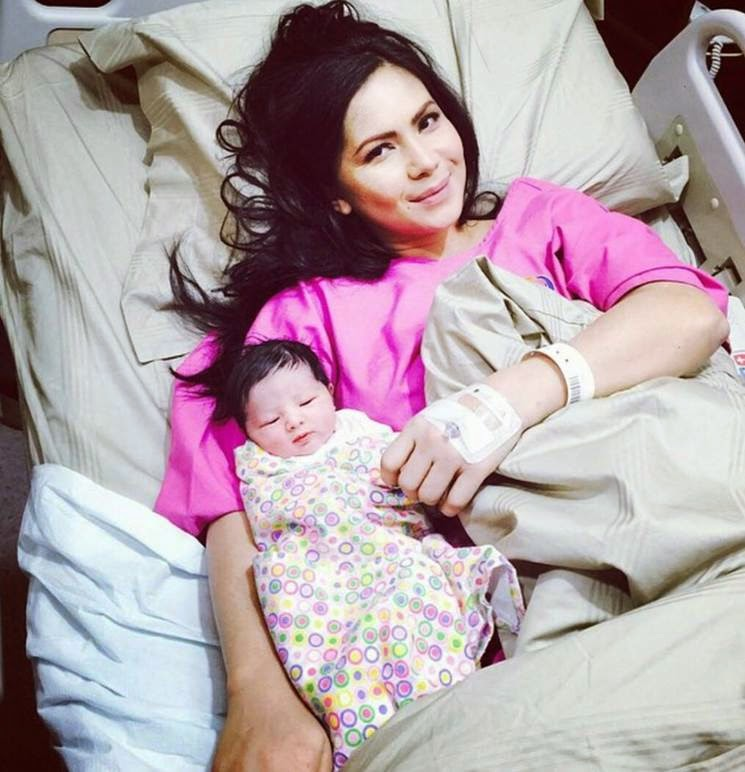 Rozita Che Wan Pelakon Popular Selamat Melahirkan Bayi Perempuan