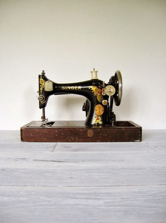 https://www.etsy.com/listing/158300646/vintage-1924-singer-sewing-machine-with?ref=favs_view_7