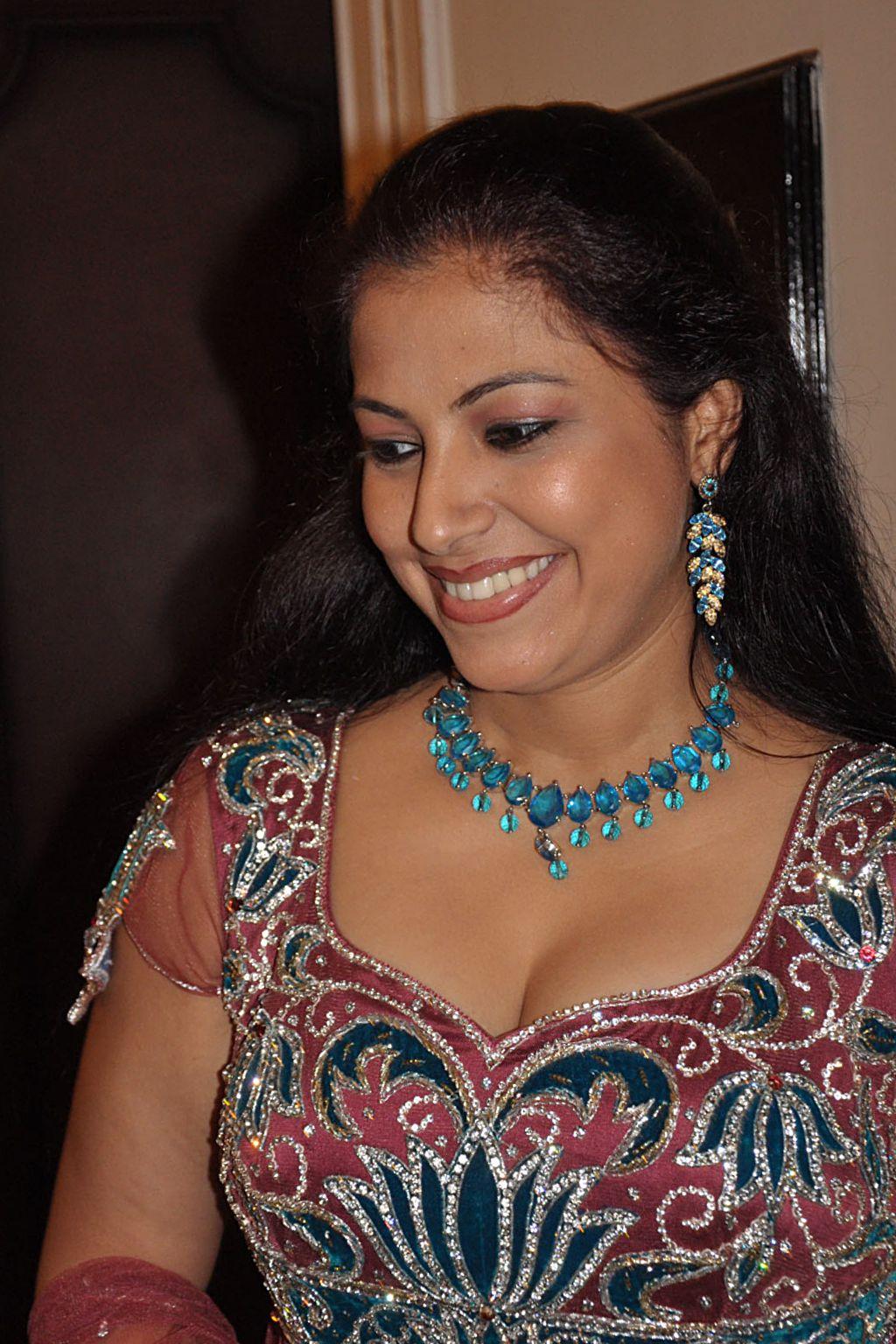 actress vj anusha dandekar Photos - The Times of India ...