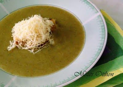 brokkoli krémleves sajttal fotó
