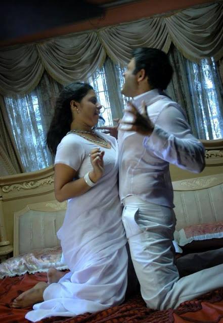 http://4.bp.blogspot.com/-nsRNd8brX1s/TZLsLqyTWGI/AAAAAAAAUOY/f1WUwIWZRhM/s280/Sunakshi-In-Nishabd-Viplavam-Hot-Stills-Pics-1.jpg