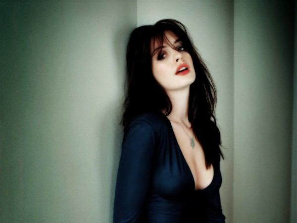Hot Anne Hathaway hd