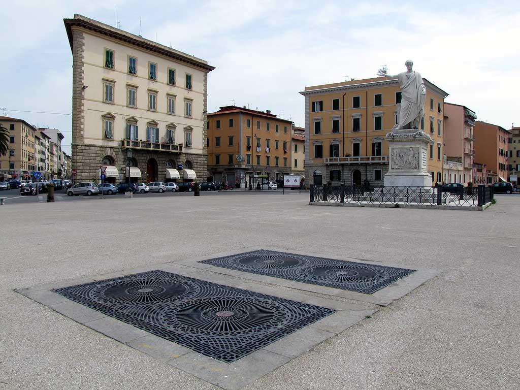 Grates, vault, piazza della Repubblica, Livorno