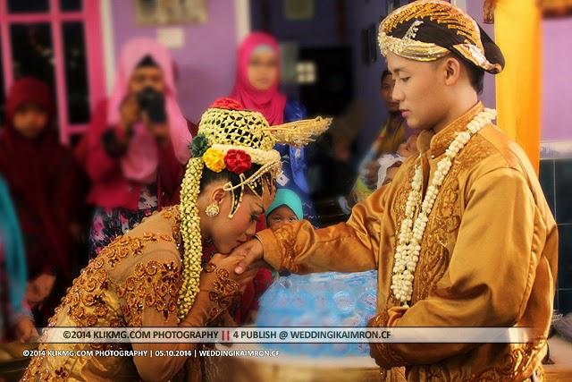 Photo Dokumentasi Resepsi Pernikahan IKA & IMRON ( Busana Kepangeranan & Paes Ageng Modifikasi Kuning Gading ) - foto oleh : KLIKMG Fotografer Jakarta