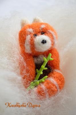 войлок, брошь из войлока, панда брошь. красная панда брошка