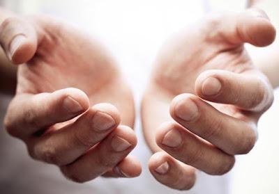 Kisah Rasulullah Mencium Tangan yang Tak Akan Disentuh Api Neraka Selamanya