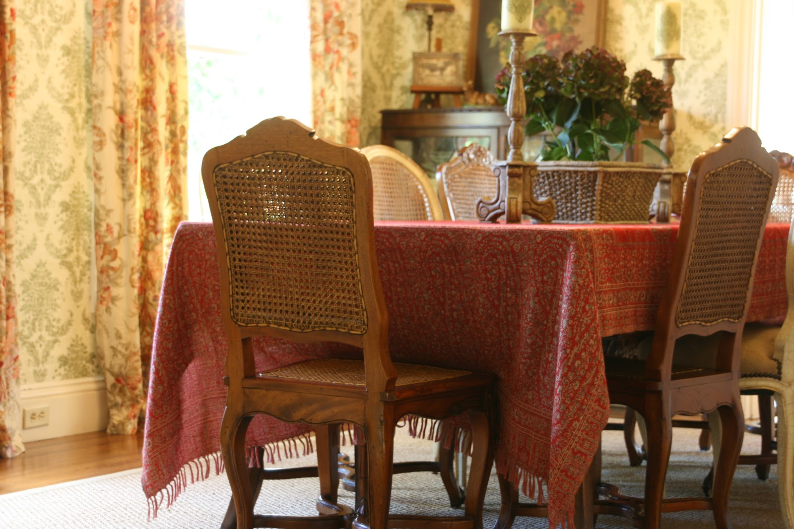put on the dining room table for every day during the holidays