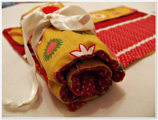 textilní rolovací penál