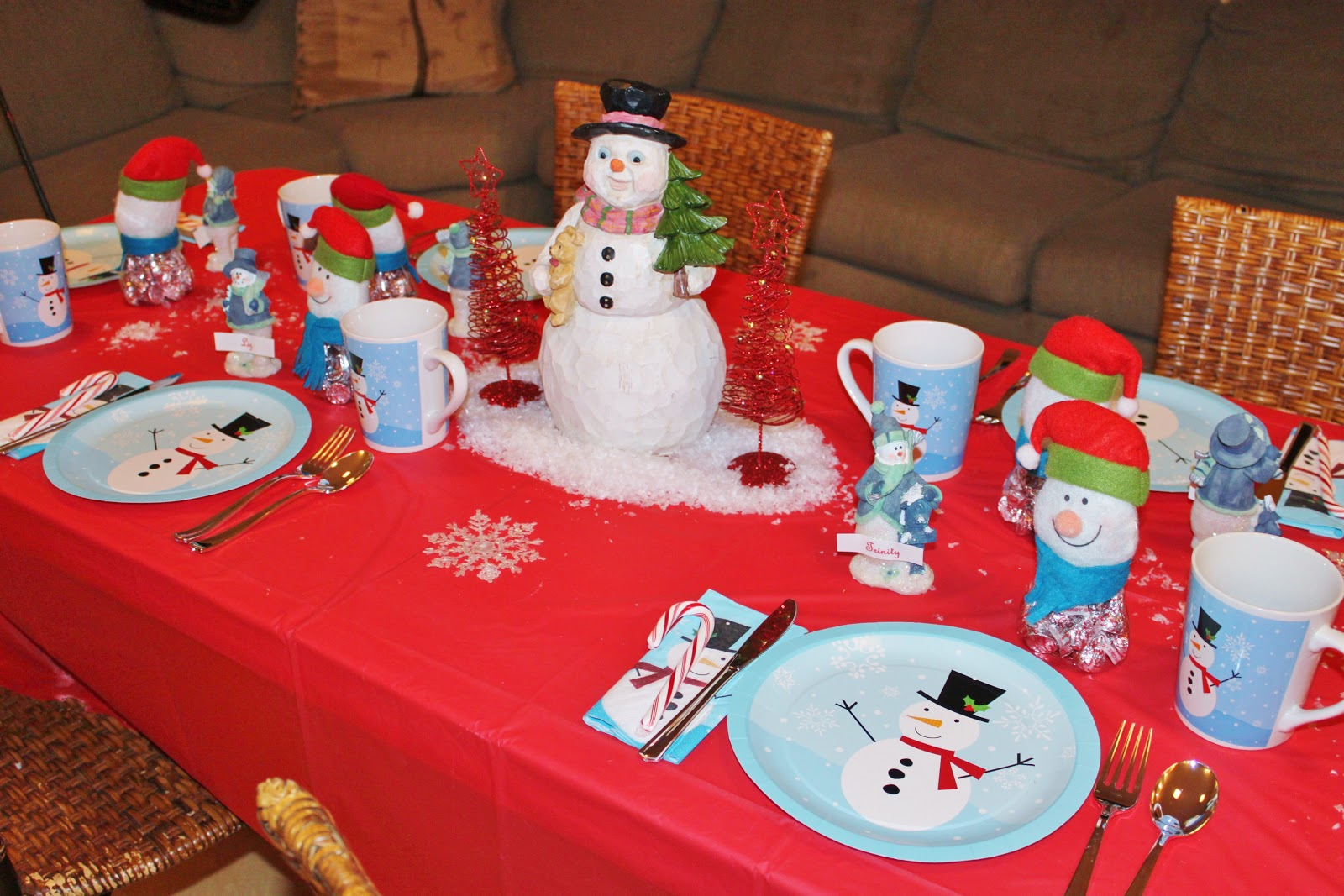 Huntington beach girl scout troop 746 snowman christmas party Christmas party table settings
