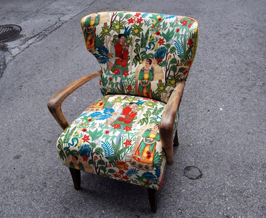 La tapicera butaca orejera tapizada con tela de frida kahlo - Telas originales para tapizar ...
