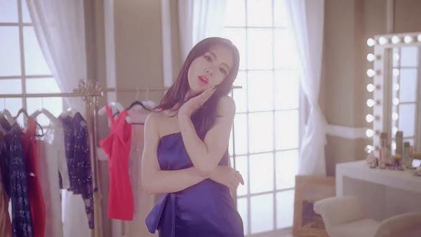 aoa Miniskirt Mina